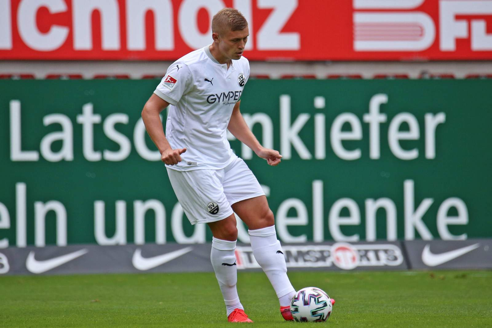 Aleksandr Zhirov bei der Spieleröffnung.