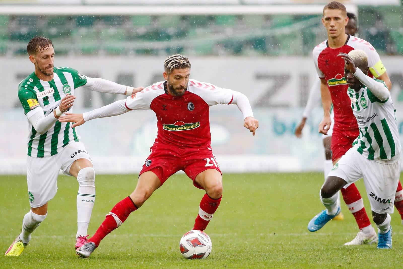 Brandon Borrello (m.) im Test gegen St. Gallen.