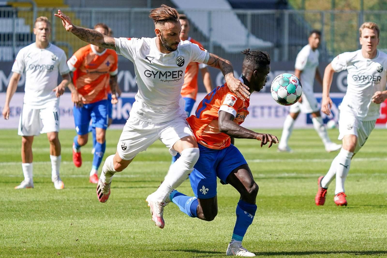 Diego Contento gegen Braydon Manu.