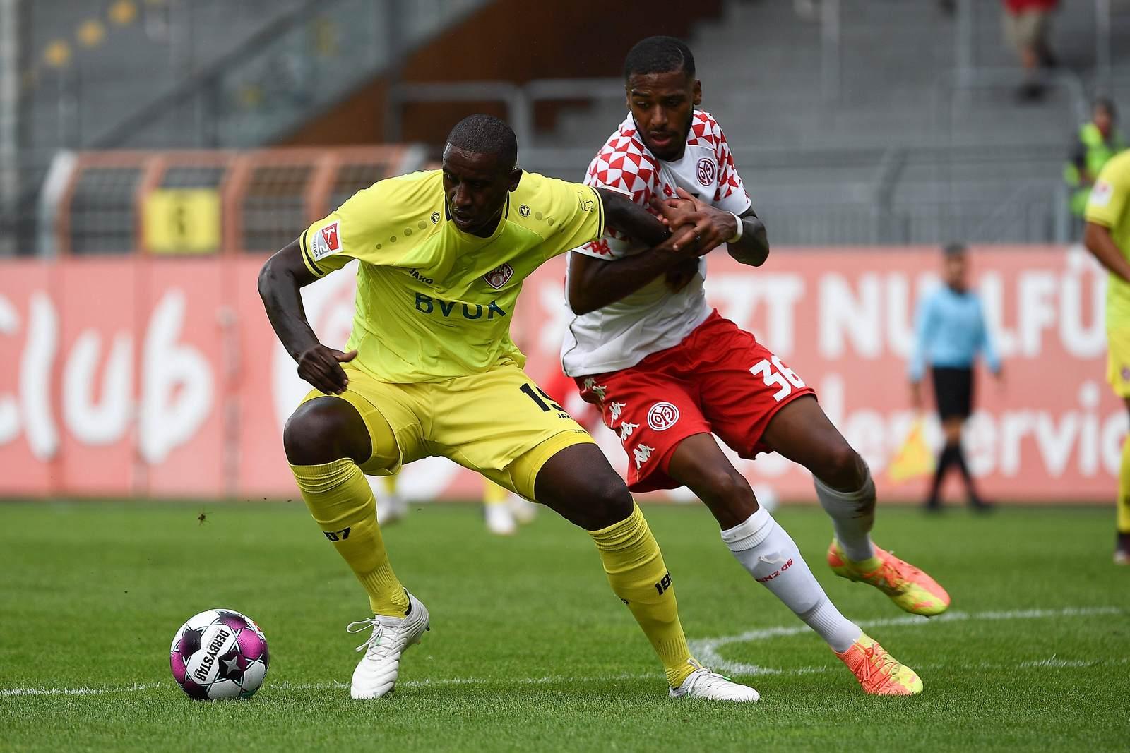 Douglas gegen Suliman Marlon Mustapha