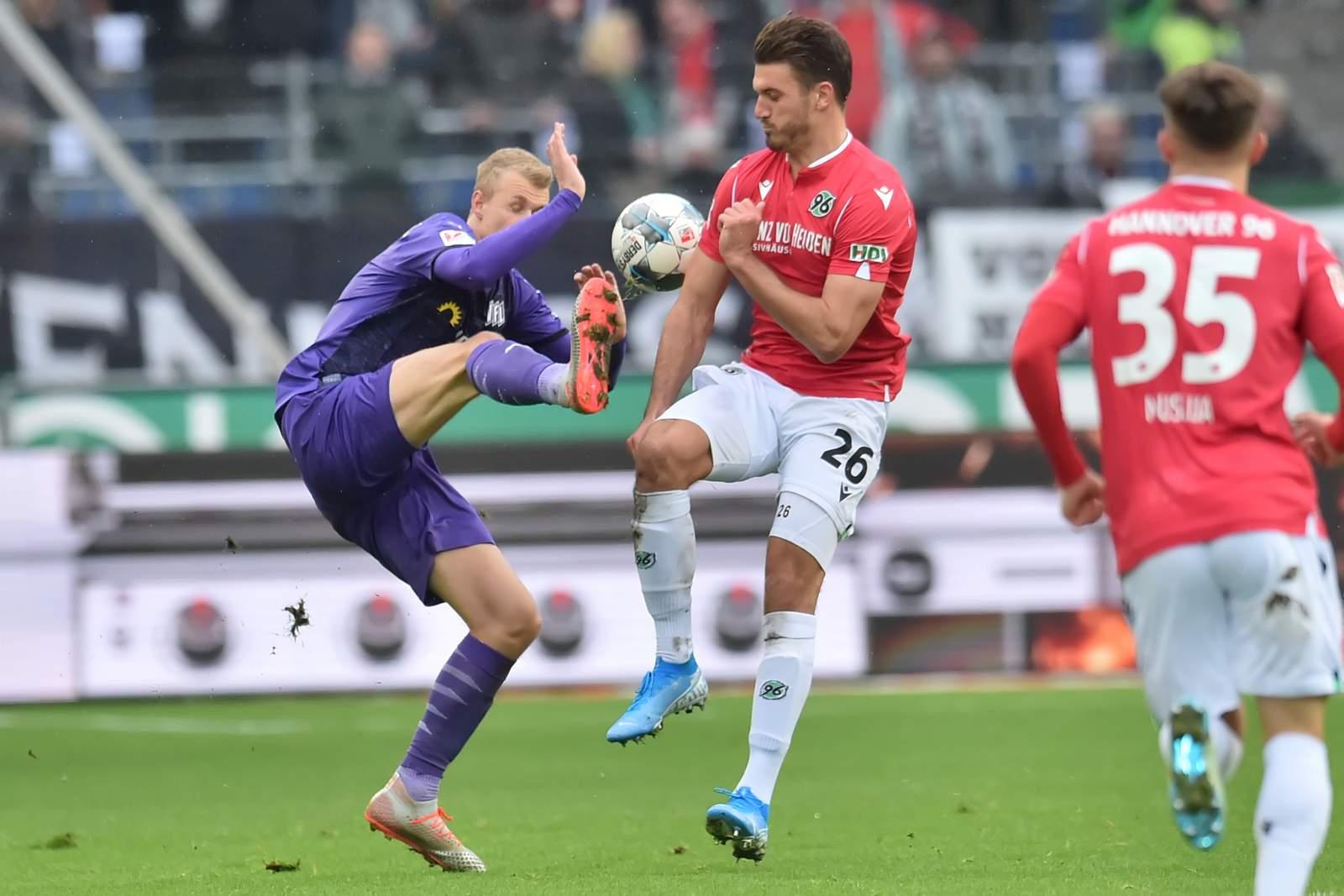 Lukas Gugganig gegen Hendrik Weydandt. Jetzt auf Osnabrück vs Hannover wetten