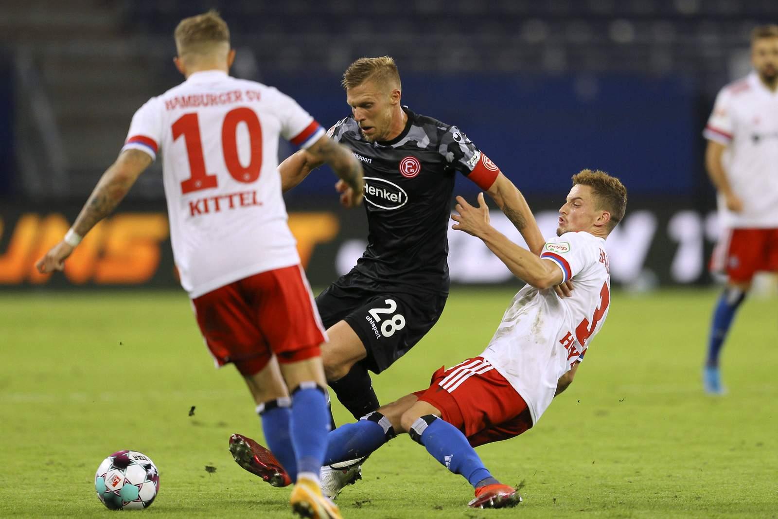 Rouwen Hennings gegen Moritz Heyer.