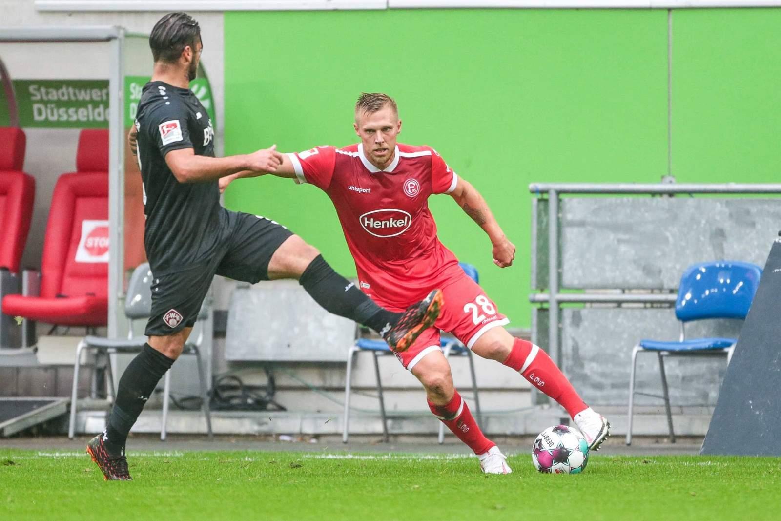 Rouwen Hennings gegen Dominic Baumann.