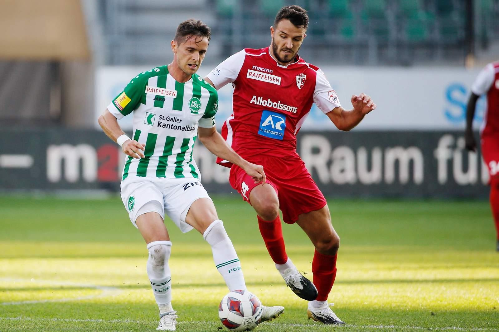 Jordi Quintillà vom FC St. Gallen gegen Anton Grgic vom FC Sion