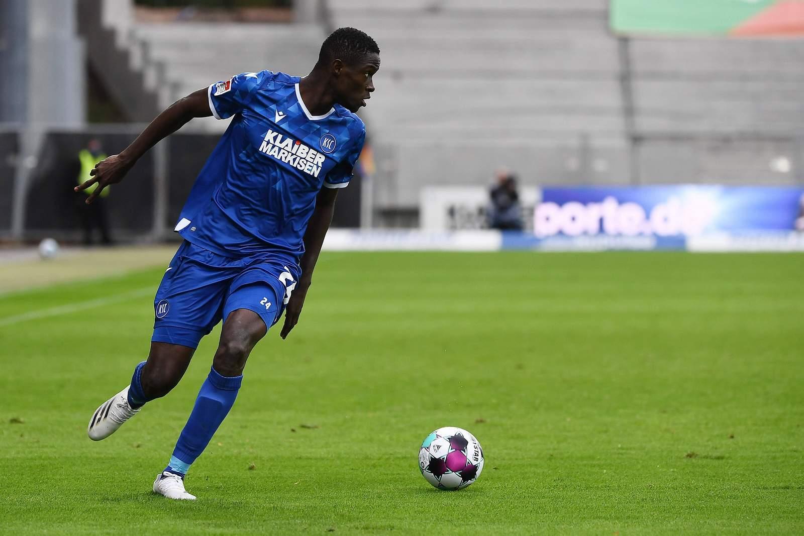 Babacar Gueye am Ball.