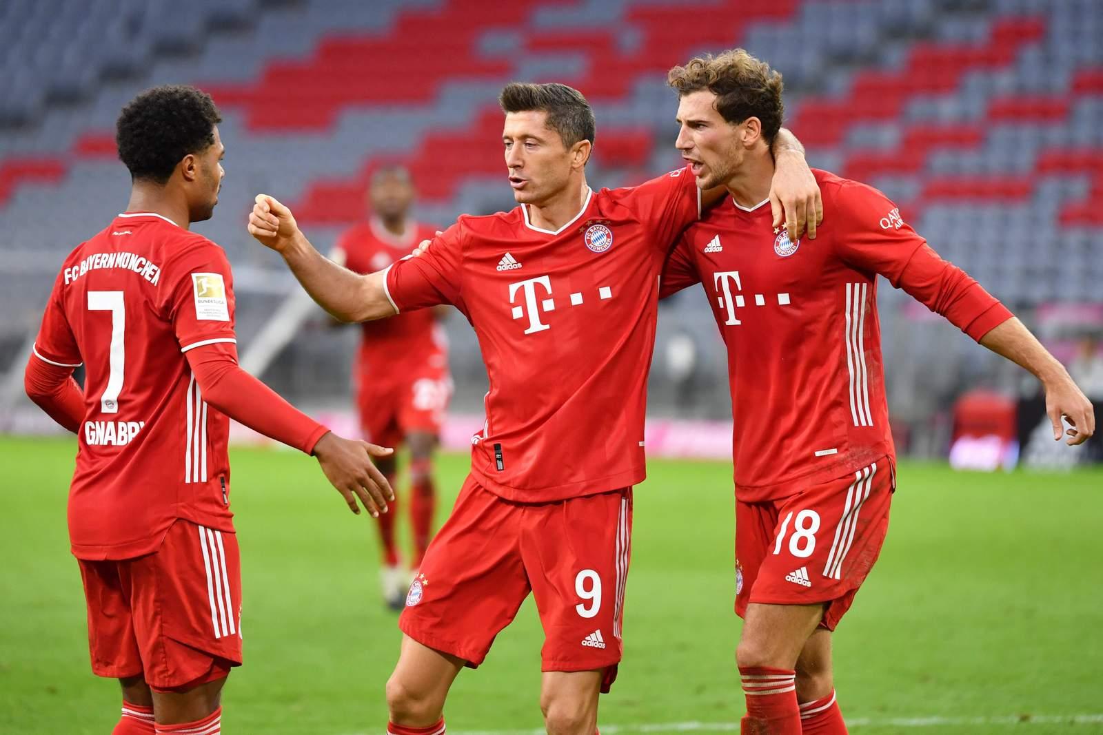 Serge Gnabry, Robert Lewandowski & Leon Goretzka jubeln. Jetzt auf den Champions League Sieger wetten
