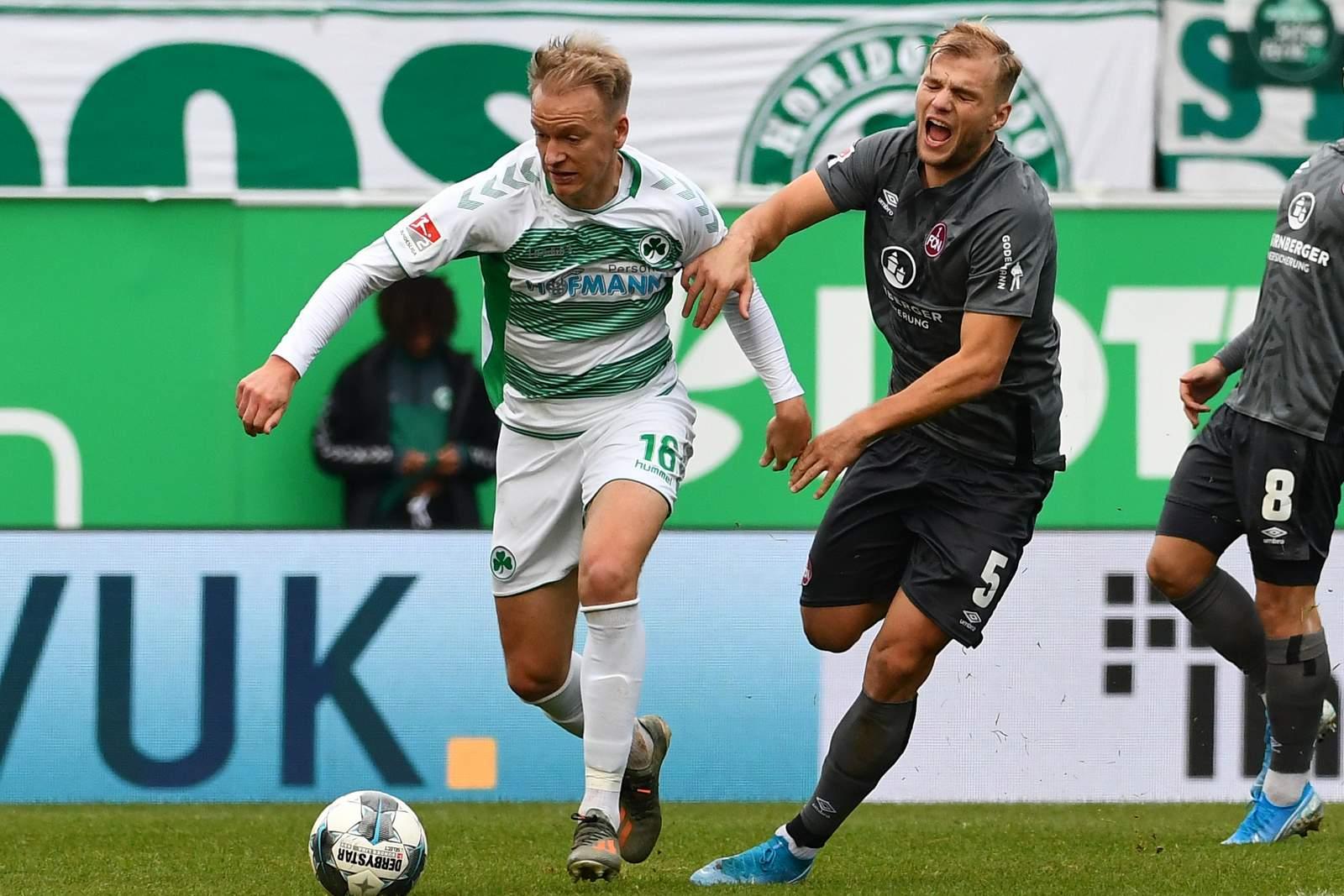 Havard Nielsen von Greuther Fürth gegen Johannes Geis vom 1. FC Nürnberg