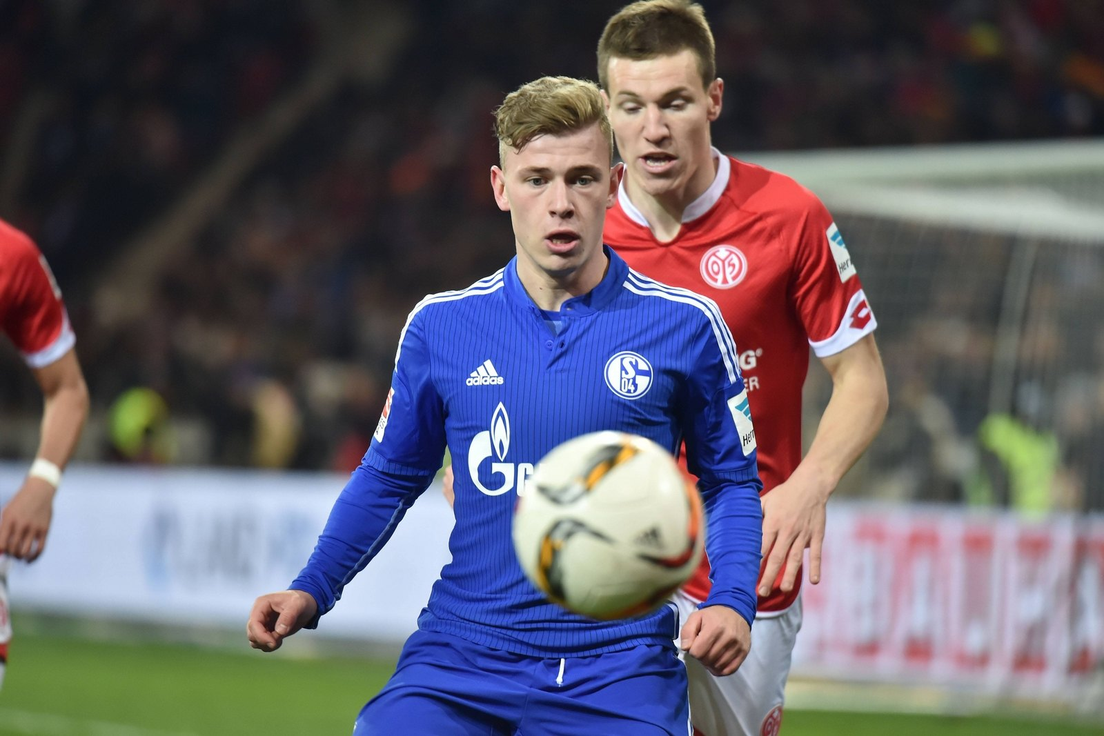 Max Meyer am Ball. Jetzt auf Mainz gegen Schalke wetten!