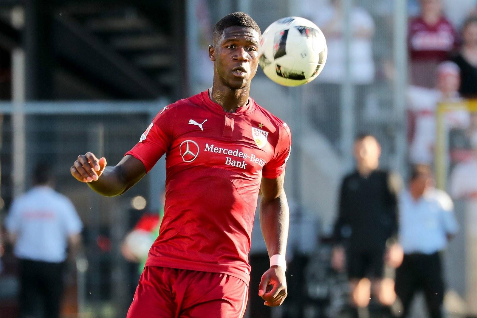 Stephen Sama, hier noch für den VfB Stuttgart am Ball.