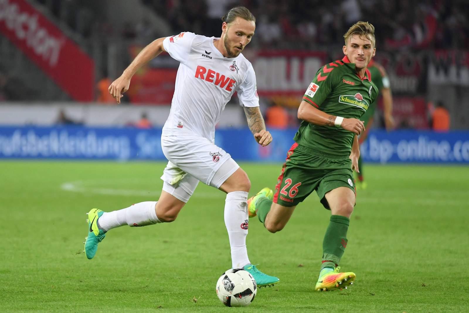 Marco Höger im Laufduell mit Maxi Philipp, Jetzt auf Freiburg gegen Köln wetten!