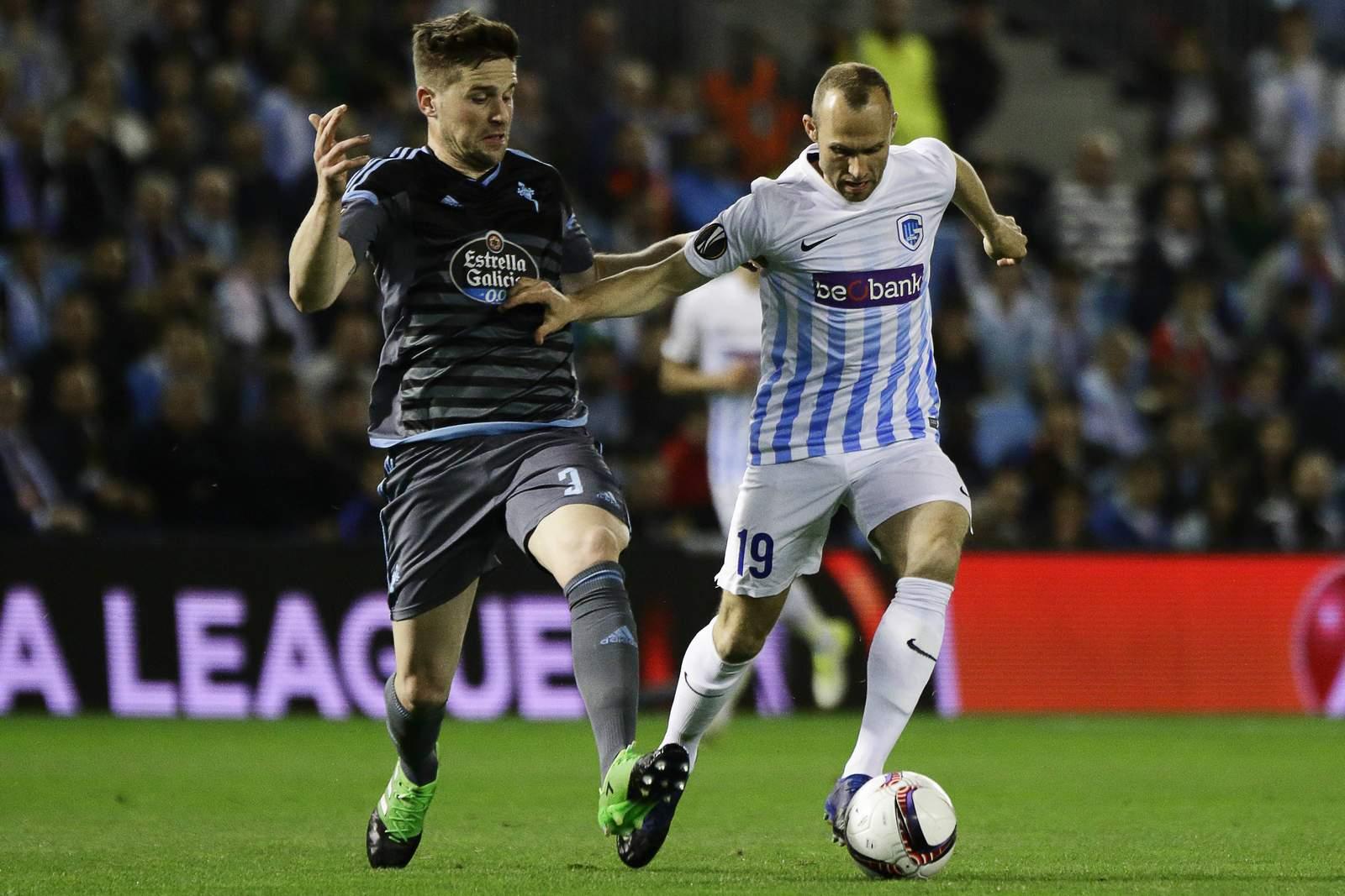 Zweikampf zwischen Tomas Buffel und Andreu Fontas. Jetzt auf KRC Genk gegen Celta Vigo wetten!